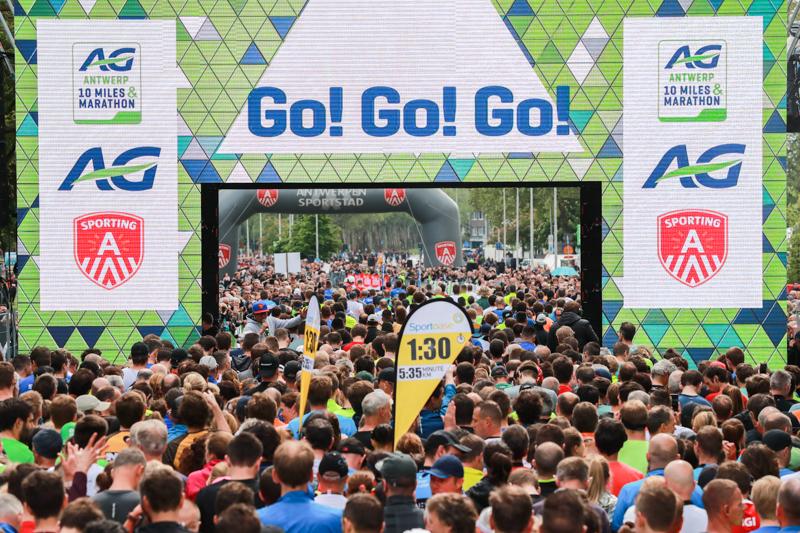 Les participants prêts à commencer la course